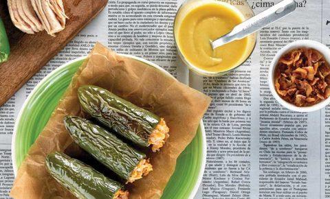 Jalapeños rellenos con salsa de elote