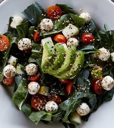 Ensalada de espinacas con vinagreta de ajonjolí