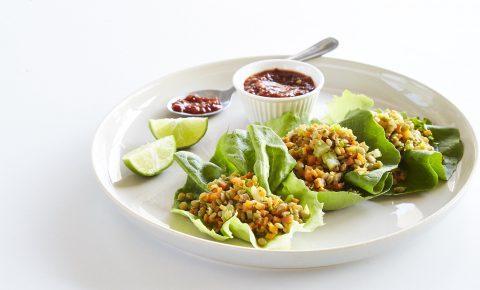 Tacos de lechuga con germinado de lentejas