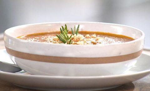 Sopa de Tomates Rostizados con Cúrcuma