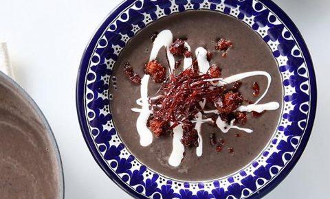 Crema de Frijol con Chorizo