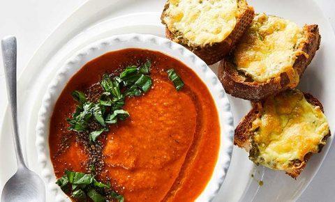 Sopa Fácil de Tomate con Albahaca