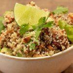 Tazón de Quinoa con Camote, Aguacate y Vinagreta de Miel y Tomillo