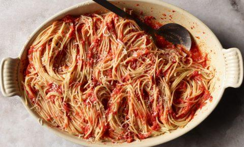 Pasta con Tomate y Vino Blanco