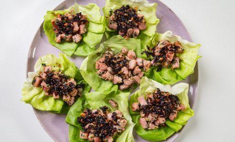 Taquitos de Atún en Lechuga con Salsa Macha